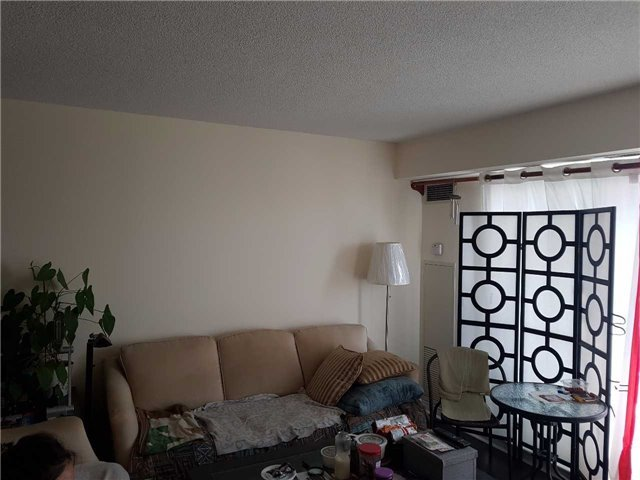 Condo Apartment at 50 Disera Dr, Unit 1102, Vaughan, Ontario. Image 5
