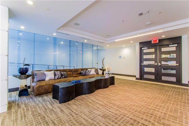 Condo Apartment at 9471 Yonge St, Unit 727, Richmond Hill, Ontario. Image 10