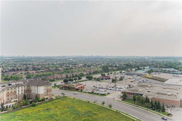 Condo Apartment at 85 North Park Rd, Unit 303, Vaughan, Ontario. Image 3