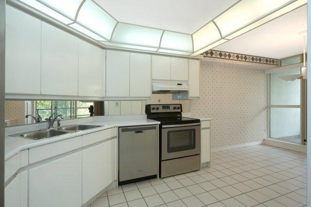 Condo Apartment at 7300 Yonge St, Unit 202, Vaughan, Ontario. Image 17