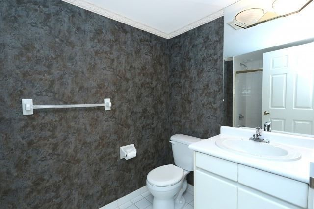 Condo Apartment at 7300 Yonge St, Unit 202, Vaughan, Ontario. Image 4