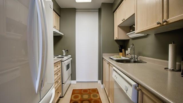 Condo Apartment at 2100 John St, Unit 516, Markham, Ontario. Image 7