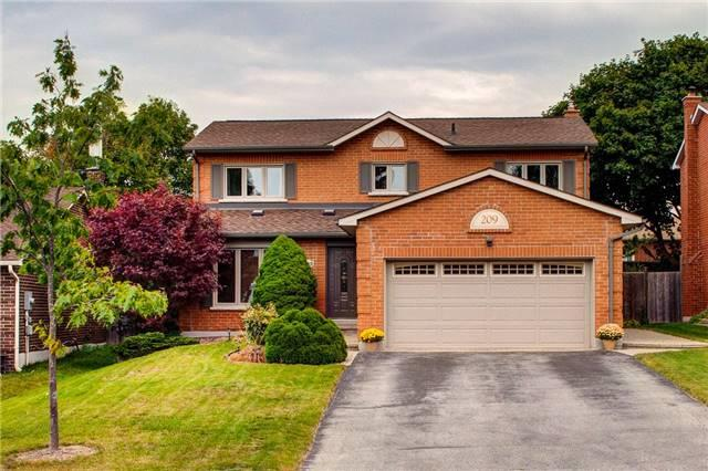 Detached at 209 Hampton Crt, Newmarket, Ontario. Image 1