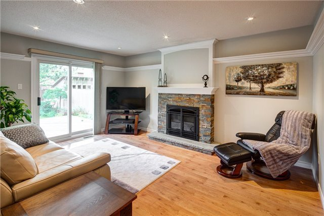 Detached at 209 Hampton Crt, Newmarket, Ontario. Image 17