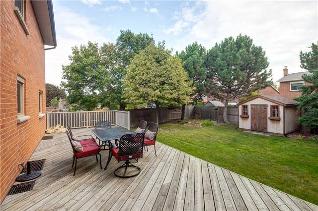 Detached at 209 Hampton Crt, Newmarket, Ontario. Image 13