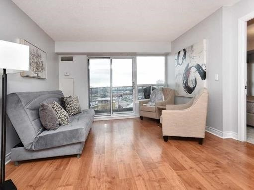 Condo Apartment at 50 Disera Dr, Unit 902, Vaughan, Ontario. Image 9