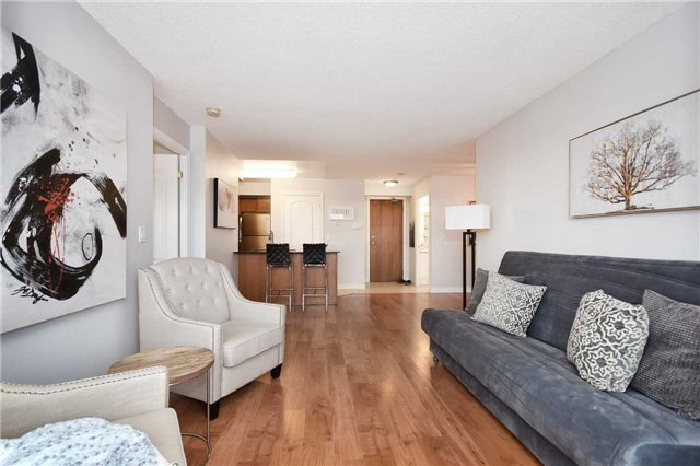 Condo Apartment at 50 Disera Dr, Unit 902, Vaughan, Ontario. Image 10