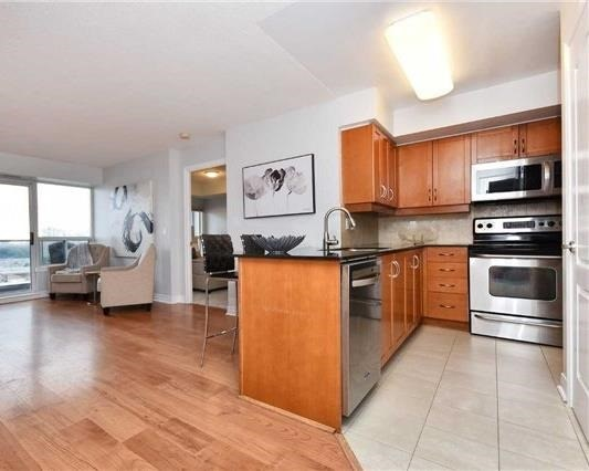 Condo Apartment at 50 Disera Dr, Unit 902, Vaughan, Ontario. Image 12