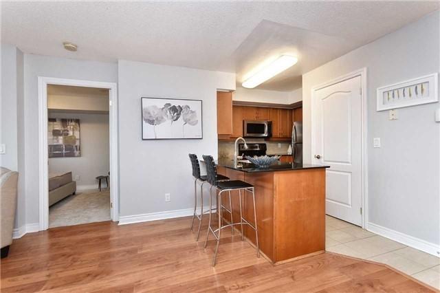 Condo Apartment at 50 Disera Dr, Unit 902, Vaughan, Ontario. Image 13