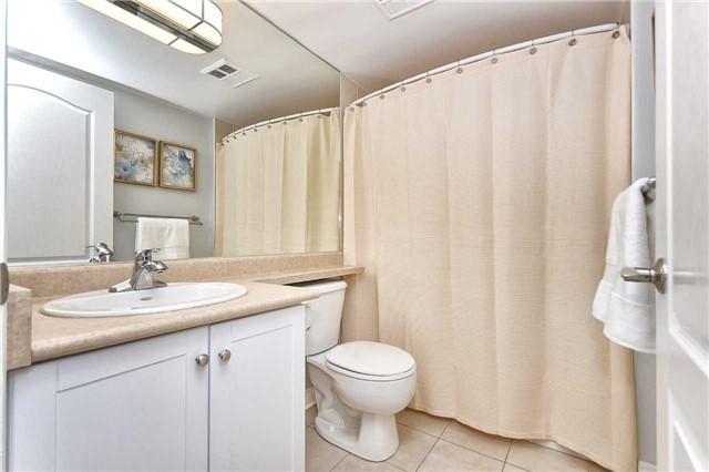 Condo Apartment at 50 Disera Dr, Unit 902, Vaughan, Ontario. Image 15