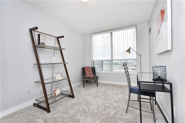 Condo Apartment at 50 Disera Dr, Unit 902, Vaughan, Ontario. Image 16