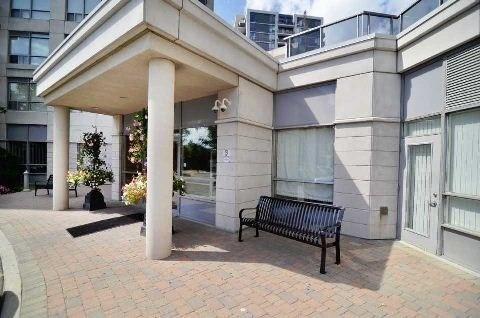 Condo Apartment at 50 Disera Dr, Unit 902, Vaughan, Ontario. Image 6