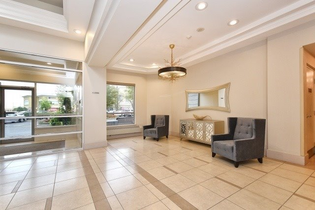 Condo Apartment at 50 Disera Dr, Unit 902, Vaughan, Ontario. Image 7