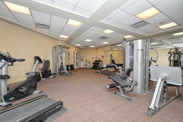 Condo Apartment at 50 Disera Dr, Unit 902, Vaughan, Ontario. Image 8