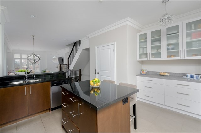 Condo Townhouse at 63 Powseland Cres, Vaughan, Ontario. Image 2