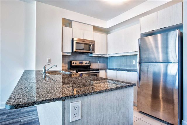 Condo Apartment at 2910 Highway 7 Rd, Unit 414, Vaughan, Ontario. Image 15