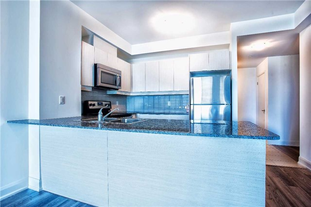 Condo Apartment at 2910 Highway 7 Rd, Unit 414, Vaughan, Ontario. Image 16