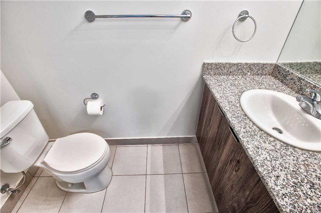 Condo Apartment at 2910 Highway 7 Rd, Unit 414, Vaughan, Ontario. Image 7