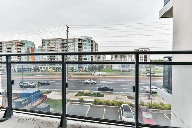 Condo Apartment at 372 Highway 7 Rd E, Unit 502, Richmond Hill, Ontario. Image 3