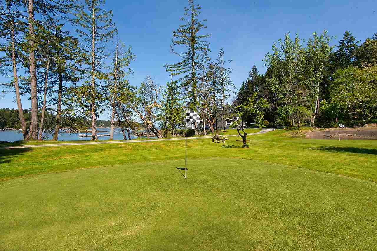 Detached at 575-675 CAIN ROAD, Islands-Van. & Gulf, British Columbia. Image 16