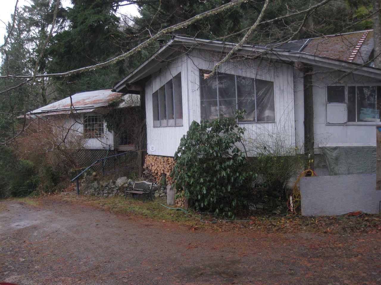 Detached at 720 GARDNER STREET, Bowen Island, British Columbia. Image 7