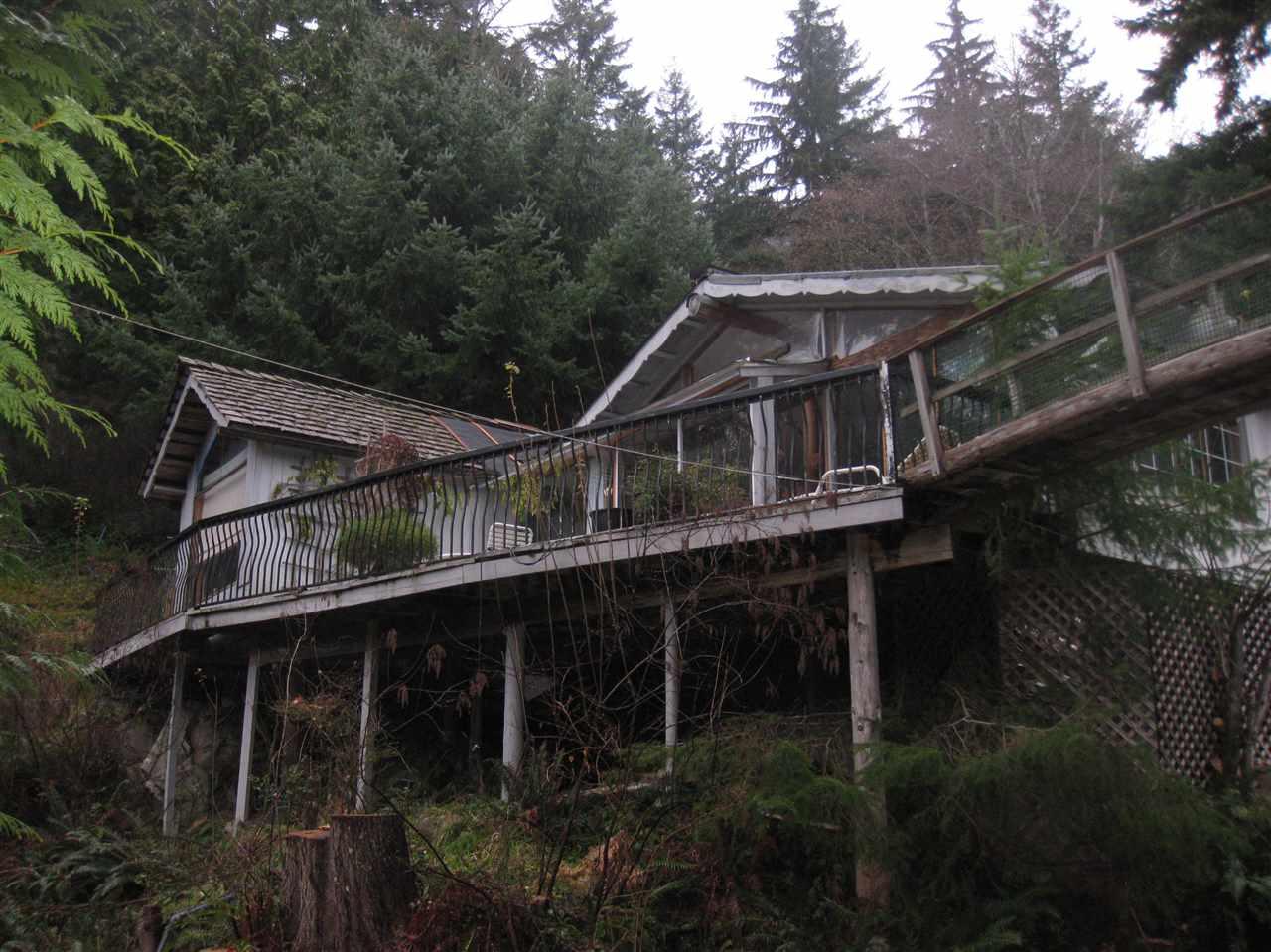Detached at 720 GARDNER STREET, Bowen Island, British Columbia. Image 9