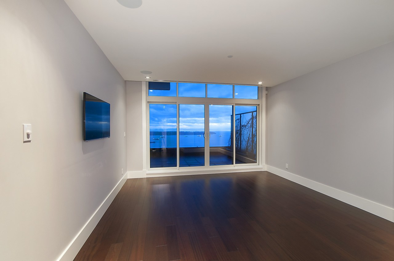 Condo Apartment at 2533 HIGHGROVE MEWS, West Vancouver, British Columbia. Image 16