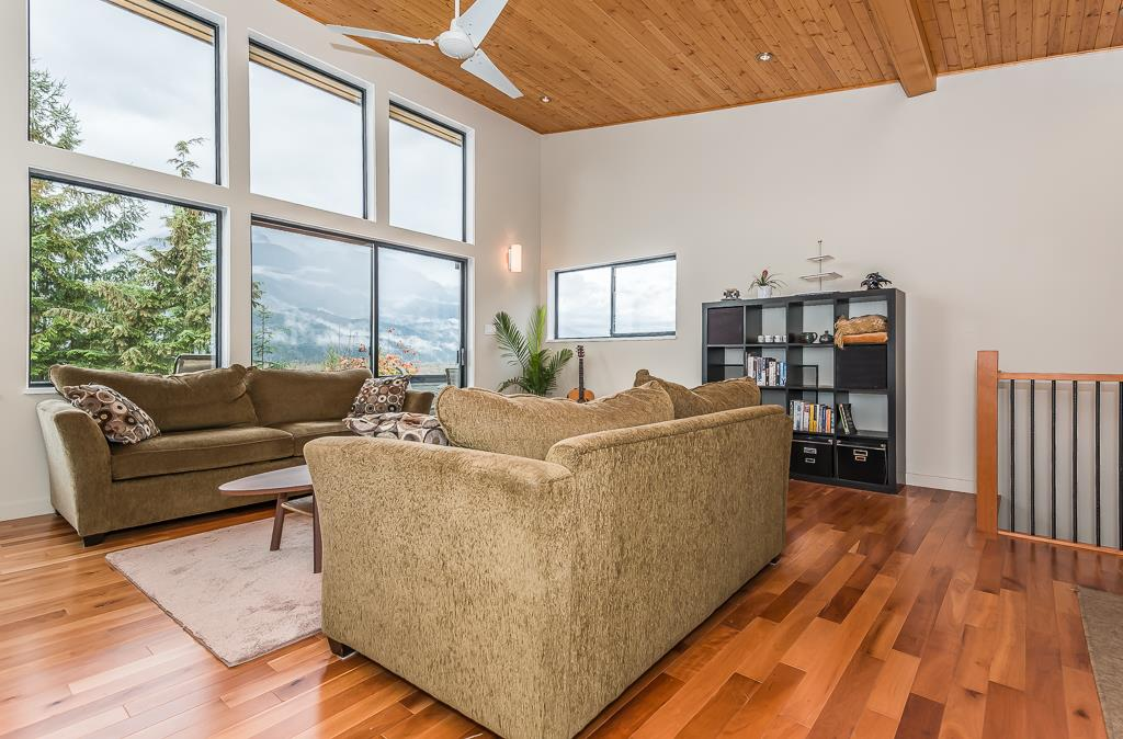 Detached at 40211 SKYLINE DRIVE, Squamish, British Columbia. Image 9