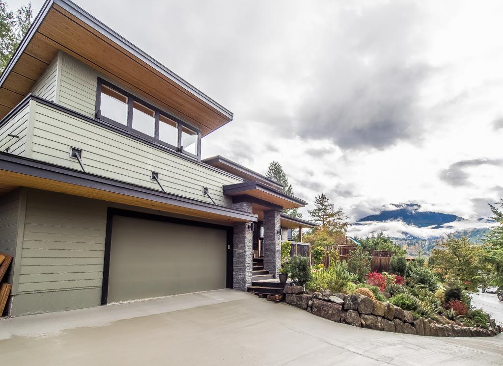Detached at 40211 SKYLINE DRIVE, Squamish, British Columbia. Image 20