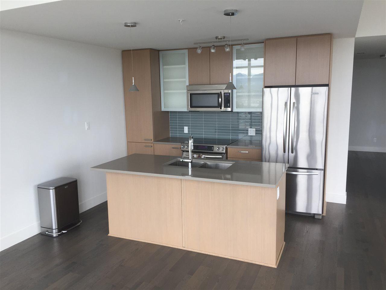 Condo Apartment at 4001 13325 102A AVENUE, Unit 4001, North Surrey, British Columbia. Image 4