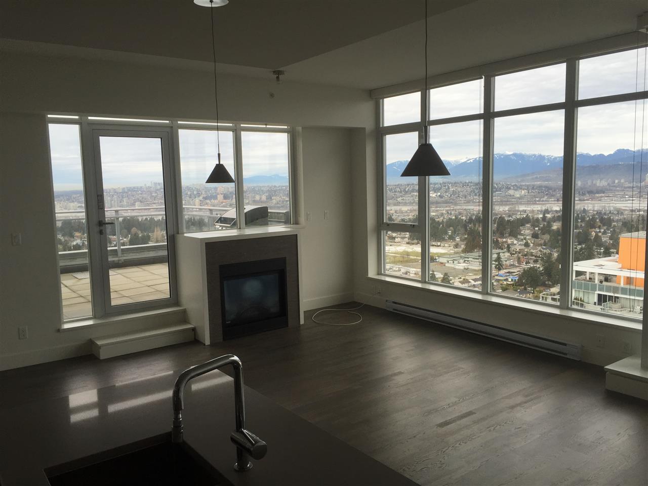 Condo Apartment at 4001 13325 102A AVENUE, Unit 4001, North Surrey, British Columbia. Image 5