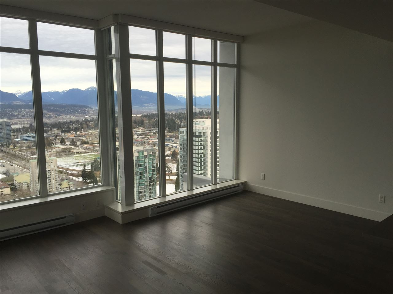 Condo Apartment at 4001 13325 102A AVENUE, Unit 4001, North Surrey, British Columbia. Image 6
