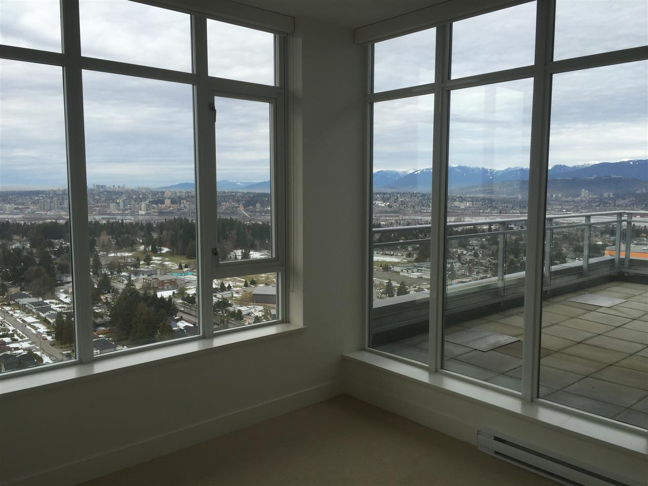 Condo Apartment at 4001 13325 102A AVENUE, Unit 4001, North Surrey, British Columbia. Image 8