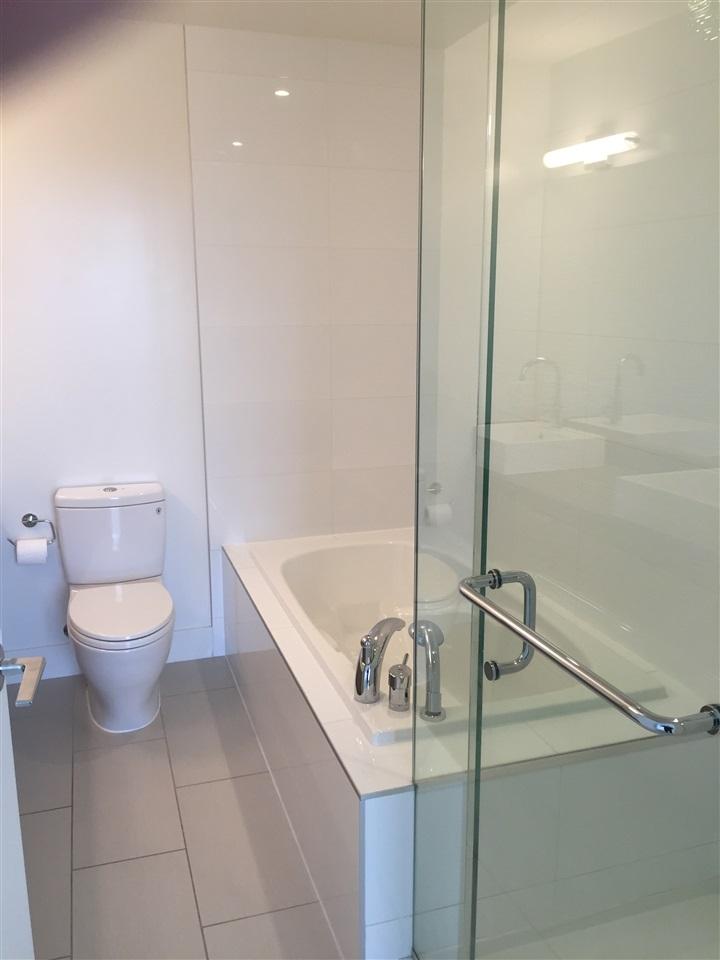 Condo Apartment at 4001 13325 102A AVENUE, Unit 4001, North Surrey, British Columbia. Image 9