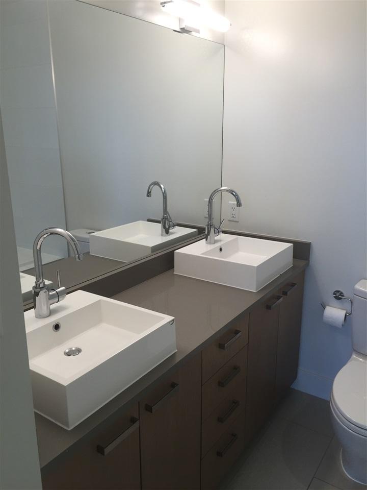 Condo Apartment at 4001 13325 102A AVENUE, Unit 4001, North Surrey, British Columbia. Image 10