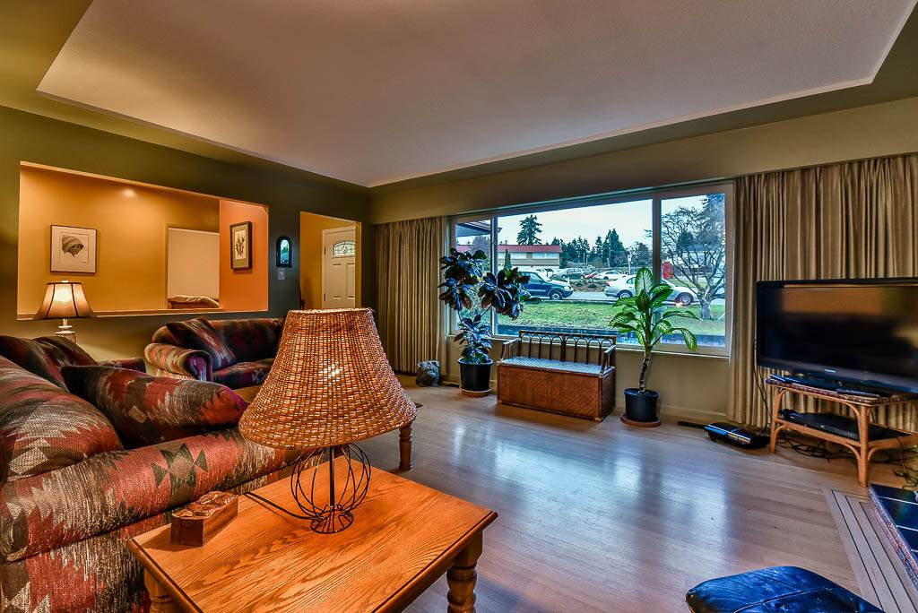 Detached at 8857 RUSSELL DRIVE, N. Delta, British Columbia. Image 4