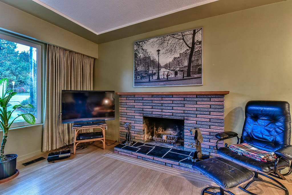 Detached at 8857 RUSSELL DRIVE, N. Delta, British Columbia. Image 5