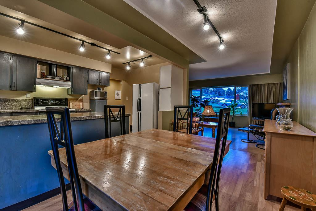 Detached at 8857 RUSSELL DRIVE, N. Delta, British Columbia. Image 7