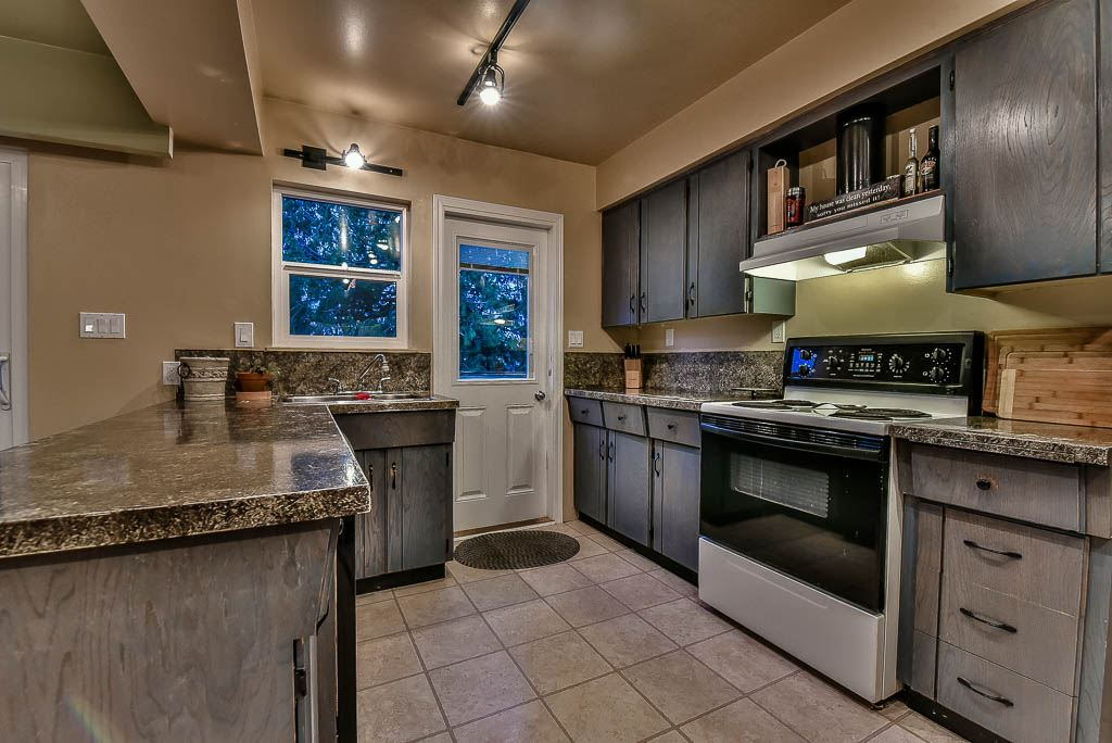 Detached at 8857 RUSSELL DRIVE, N. Delta, British Columbia. Image 8