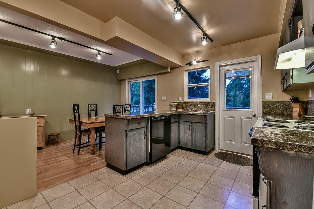 Detached at 8857 RUSSELL DRIVE, N. Delta, British Columbia. Image 9