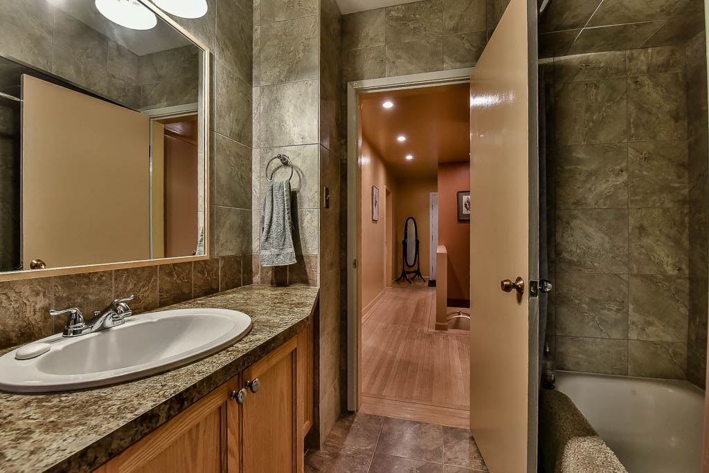 Detached at 8857 RUSSELL DRIVE, N. Delta, British Columbia. Image 12