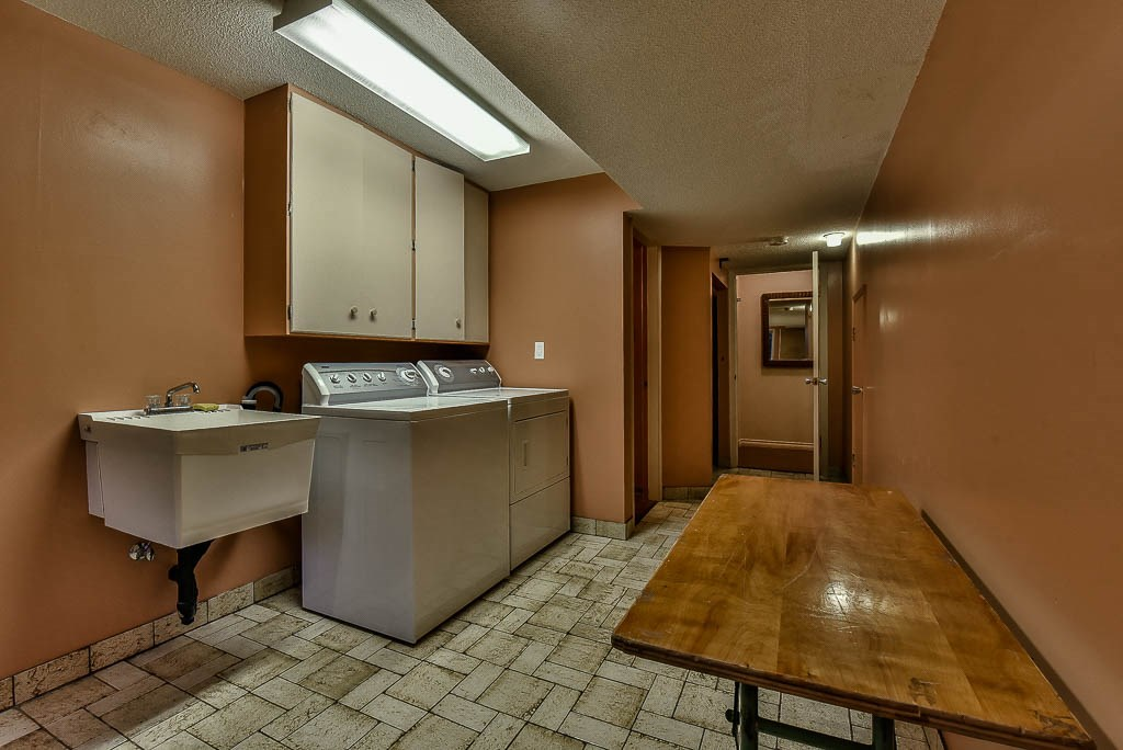 Detached at 8857 RUSSELL DRIVE, N. Delta, British Columbia. Image 16