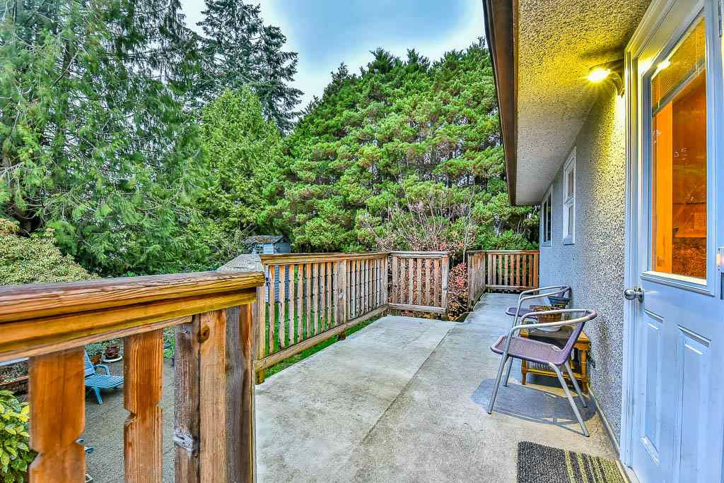 Detached at 8857 RUSSELL DRIVE, N. Delta, British Columbia. Image 18