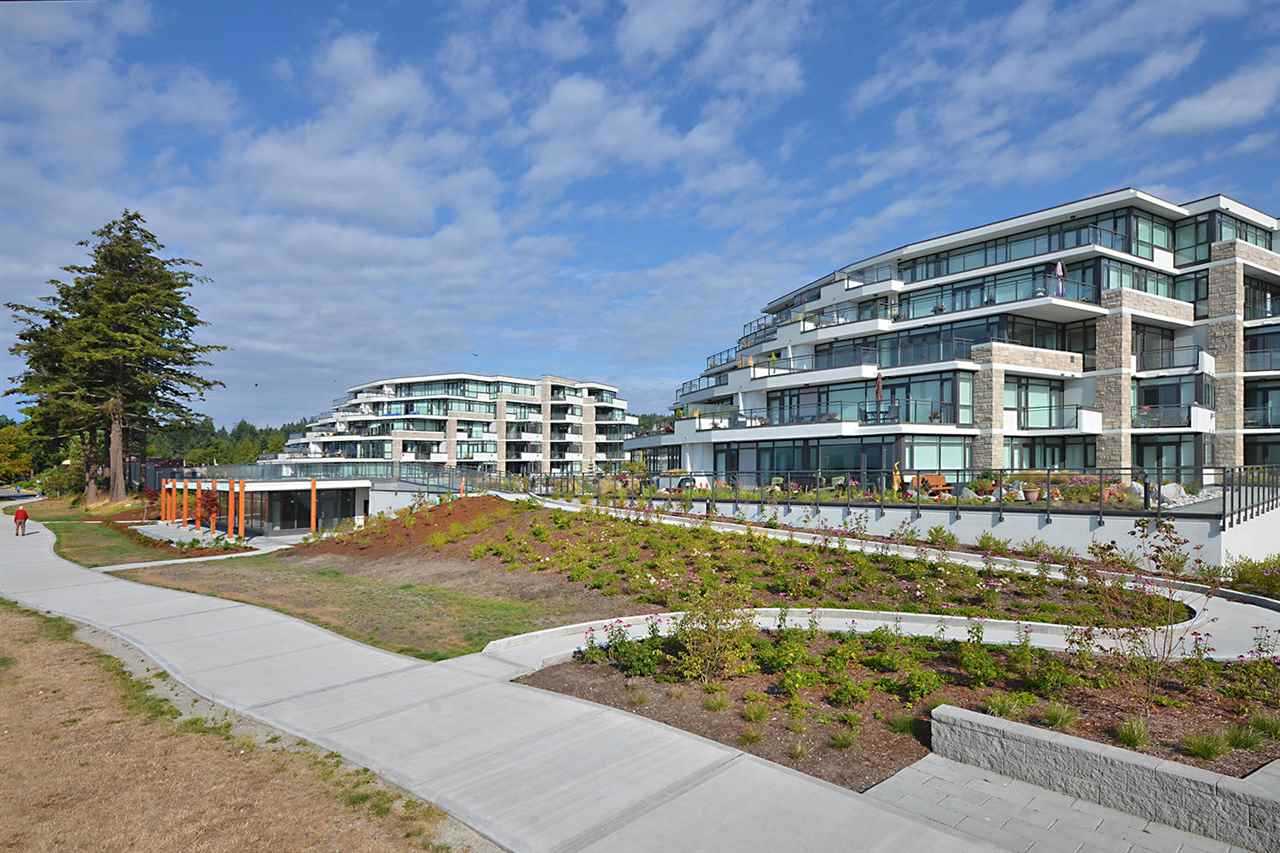 Condo Apartment at 301 5725 TEREDO STREET, Unit 301, Sunshine Coast, British Columbia. Image 6