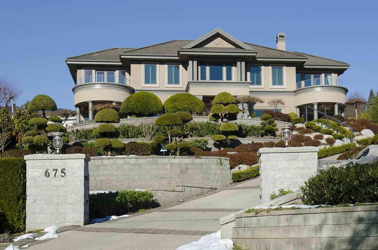 Detached at 675 EYREMOUNT DRIVE, West Vancouver, British Columbia. Image 1