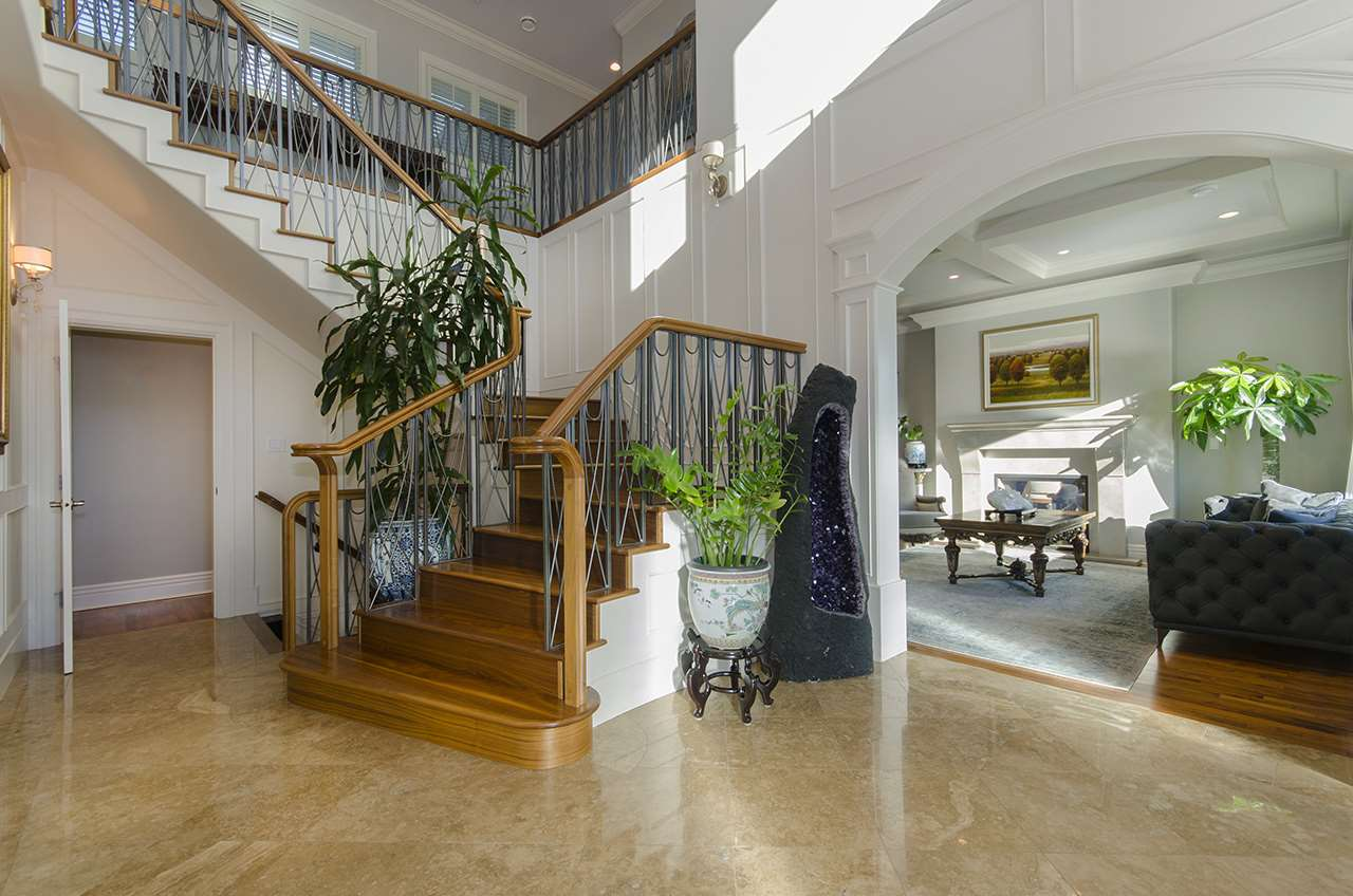 Detached at 675 EYREMOUNT DRIVE, West Vancouver, British Columbia. Image 4