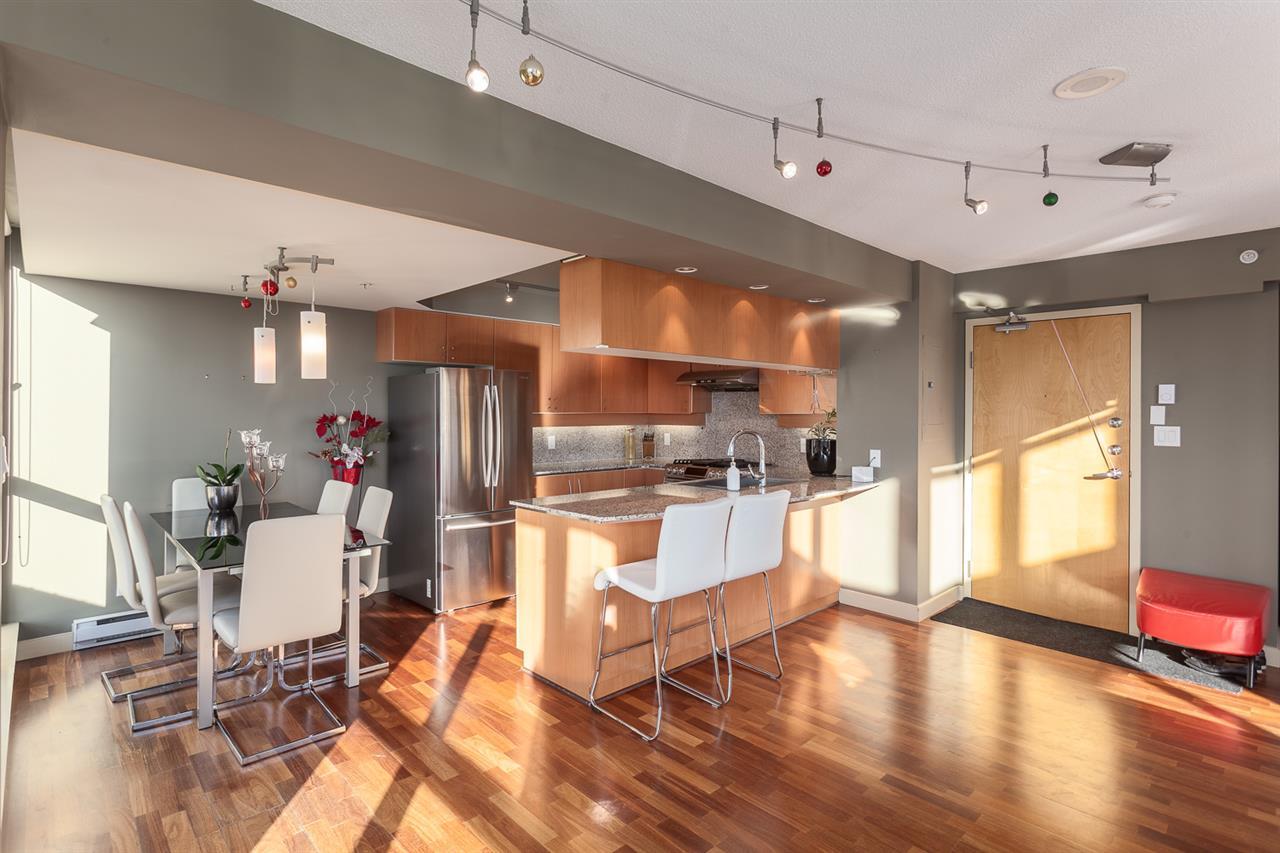 Condo Apartment at 2401 1238 RICHARDS STREET, Unit 2401, Vancouver West, British Columbia. Image 2