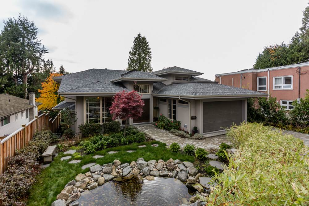 Detached at 2566 MARINE DRIVE, West Vancouver, British Columbia. Image 1