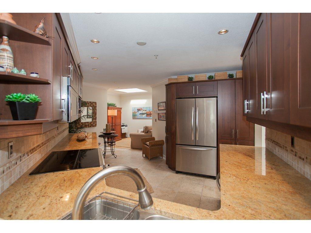 Condo Apartment at 301 14965 MARINE DRIVE, Unit 301, South Surrey White Rock, British Columbia. Image 11