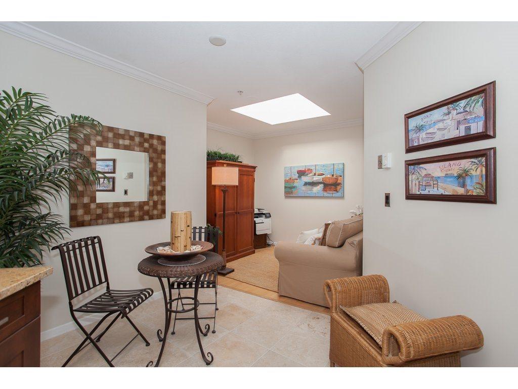 Condo Apartment at 301 14965 MARINE DRIVE, Unit 301, South Surrey White Rock, British Columbia. Image 12